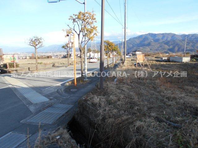 北側前面道路を含む現地写真