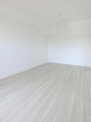 7.5帖の洋室です。 こちらはお子様のお部屋や書斎にいかがでしょうか?
