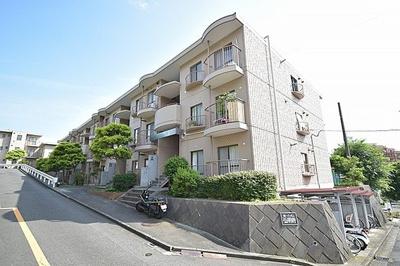 京浜急行線「弘明寺」駅バス6分「第二公園入口」停徒歩2分。