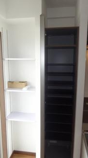 玄関横 収納棚・ミラー付きシューズボックス(扉が鏡になってます)