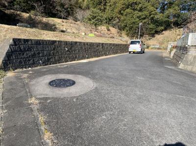【前面道路含む現地写真】佐竹南台ニュータウン1225-50