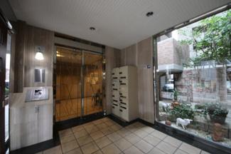 宅配ボックス、エレベータ2基など、共用施設充実しています