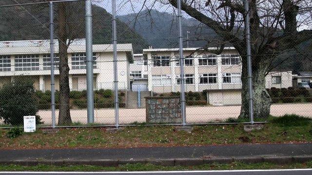 舞鶴市立朝来小学校 1885m(徒歩24分)