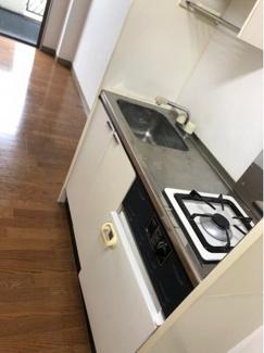 きれいなキッチンです、冷蔵庫があります