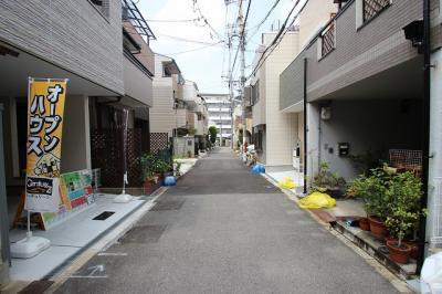 前道は幅員4mありますので、駐車も楽々ですね♪ いつでも中をご覧いただけます。お気軽にお問合せ下さいね(^^)/