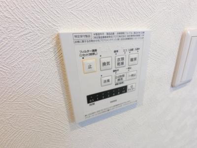 奥様嬉しい浴室換気乾燥機付き。雨の日でも室内干しが可能です。