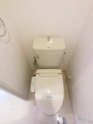 ウォッシュレット付きトイレ。お手入れも楽々です。