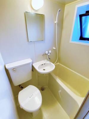 ユニットバスでお掃除らくらく☆浴室内に洗面台・トイレ付きです♪浴室には窓があるので湿気対策OK!