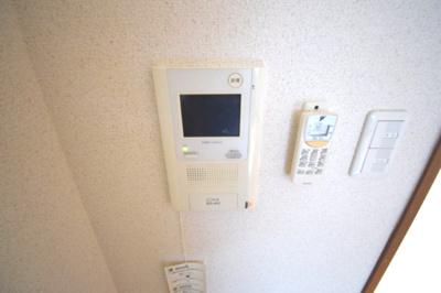 TVモニター付きのインターホンで安心です。