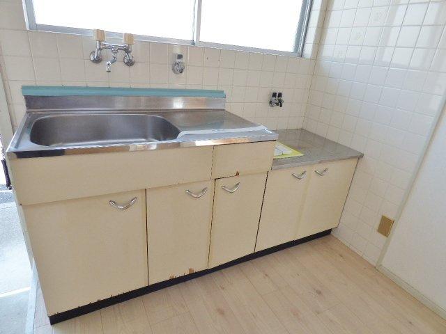 上部にもキッチン収納があり、調理器具もしっかり収納♪