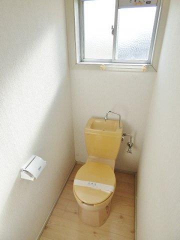 トイレにも窓がついており、気になる換気もOK