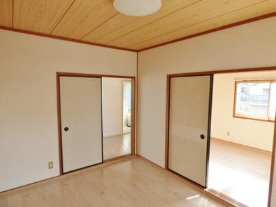 居室同士が繋がっているので襖を取り外してお部屋を広く使えます