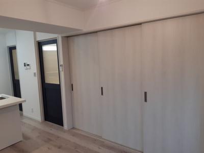 リビングと洋室の間の間仕切り戸 可動式