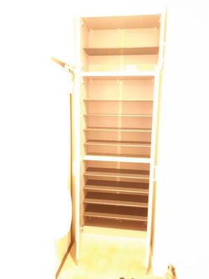 玄関の収納力のある靴箱