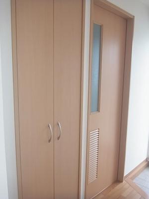 玄関収納、洗面所扉