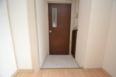 【玄関】ホワイトマンション