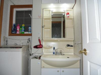 洗面・脱衣所です 収納があるのも魅力です 小物やタオルなどを機能的に仕舞っていただけます