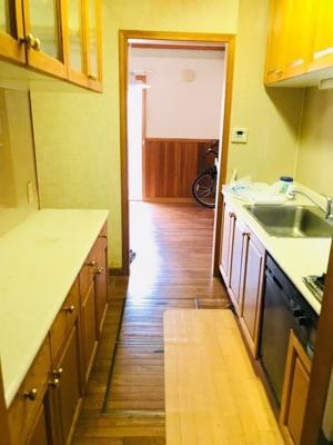キッチンから直接洗面室にも出入りできる、家事動線を考えたプランです。