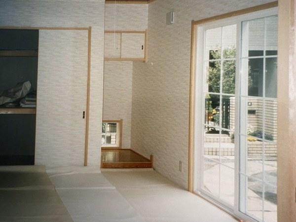 床の間のあるおちついた和室です。LDKに続いています。