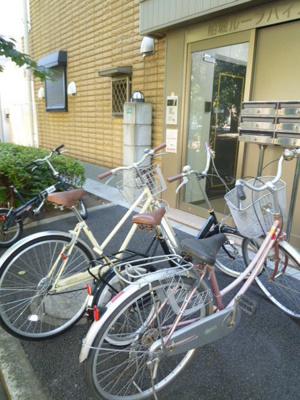 自転車はこの辺に!