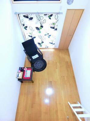 ロフトからの景観です!天井が高く開放感のある洋室6.4帖のお部屋です☆
