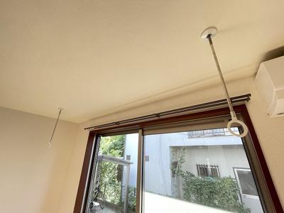 室内物干しです!雨の日やお出掛け時の室内干しにとても便利☆花粉や梅雨の時期に重宝しますね♪
