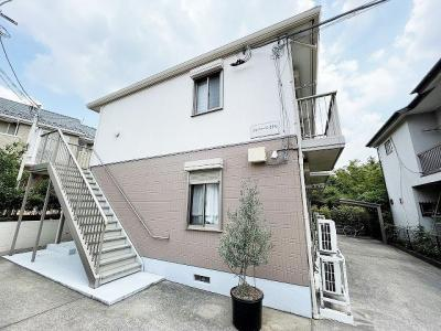 ブルーライン中川駅より徒歩圏内♪閑静な住宅地にある2階建アパート♪コンビニも近くて便利な住環境です♪