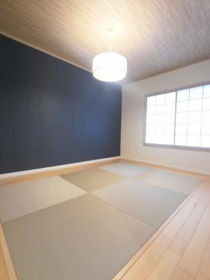 約6帖の和室です。 オシャレな琉球畳仕様です。