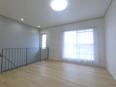 2階建メゾネットタイプ住戸で、戸建感覚でお住まいいただけます。 緑溢れる落ち着いた住環境で、陽当たり良好です。 室内もリフォーム履歴がありとても綺麗です。 是非ご内覧ください。