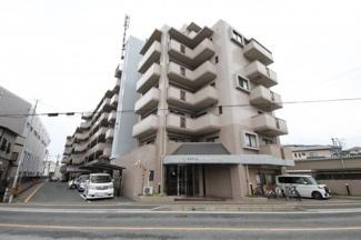 8階建てマンションの5階のお部屋です。老司小学校まで徒歩3分、スーパーも徒歩10分以内にあるので毎日のお買い物も便利です♪