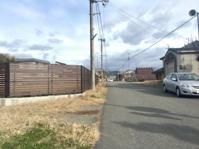 【前面道路含む現地写真】丹波篠山市東本荘 トレーラーハウス付き売り土地