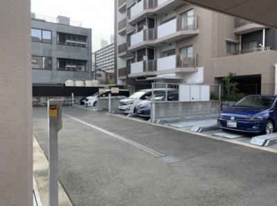 自動シャッタ―付の自走式駐車場がございます。