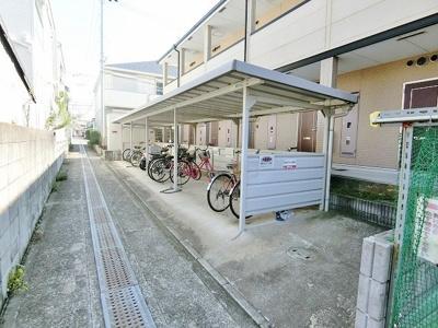 屋根付き駐輪場です^^