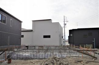 3号棟 現地(2020年1月)撮影 3月完成予定。 敷地面積146.21㎡(44.22坪)。 駐車2台可能。