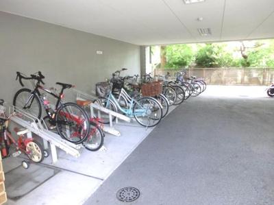 広々とした自転車置き場