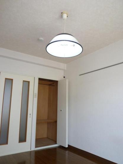 白が基調の明るいお部屋