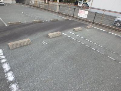 グランパレK 駐車場