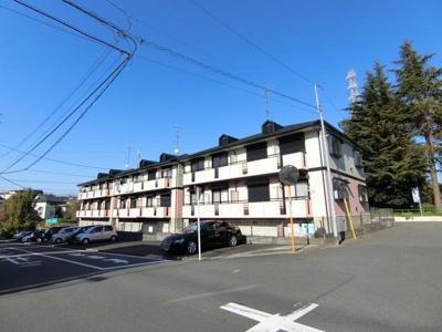 コンビニ・ドラッグストアが近くて便利な立地の2階建てアパートです♪田園都市線「藤が丘」駅・「青葉台」駅より徒歩圏内です♪