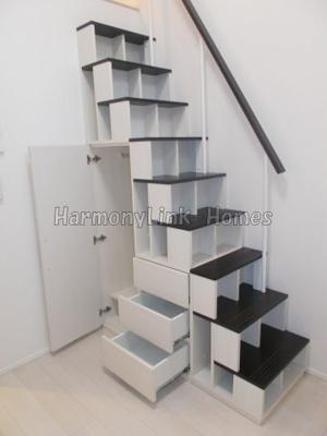 ハーモニーレジデンス四谷坂町の収納付き階段➁☆