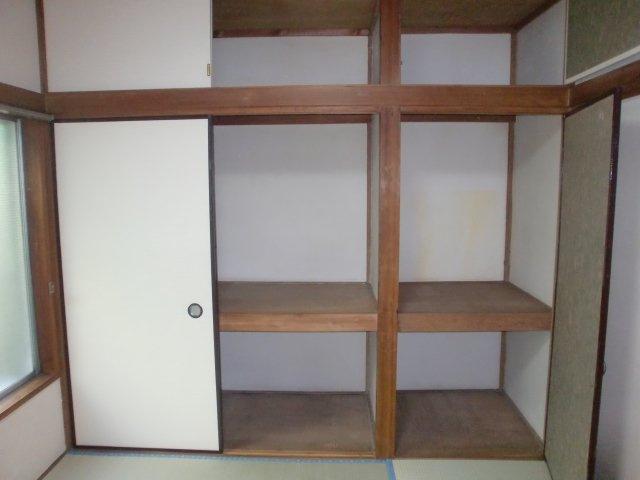 収納スペースも豊富で、有効的に居室が使えます。