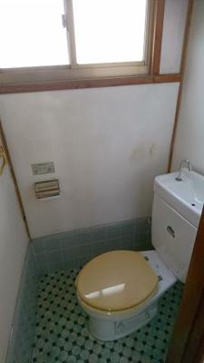 洋室内のトイレ