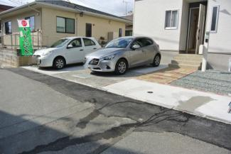 ゆったりと駐車できる広さがあります。