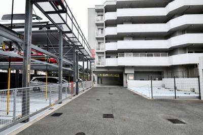 敷地内に駐車場がございます。