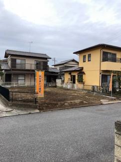 グランファミーロ君塚 南道路に面した日当たり良好な土地です。 間口広く希望のプランも設計しやすく注文建築に最適です。