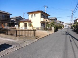 グランファミーロ君塚 交通量の少ない安全な住宅街なります。 近くに大きな公園があり、お子様にもうれしい距離♪