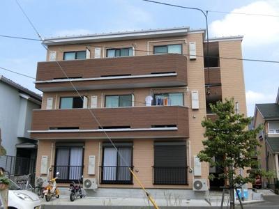 横浜線「古淵」駅より徒歩9分!ドンキホーテやイオンショッピングセンターなどが近くて便利な立地♪築浅の3階建てアパートです♪