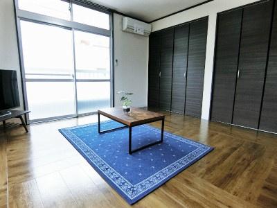 洋室7.5帖のお部屋はエアコン付きです♪1年中快適に過ごせますね☆