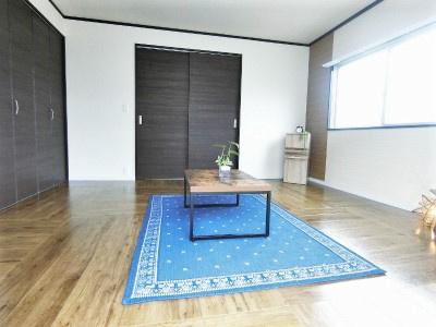 クローゼットと収納スペースのある洋室7.5帖のお部屋です!お洋服や荷物をたっぷり収納できてお部屋がすっきり片付きます☆
