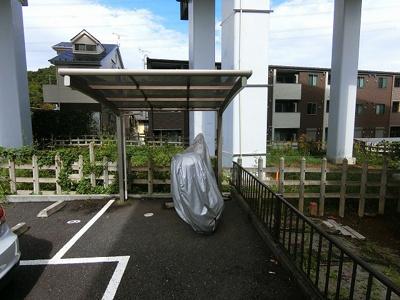 屋根付きの駐輪場で雨が降っても大切な自転車が濡れなくてすみますね♪バイク駐輪も有料にて相談可能です!お気軽にご相談ください☆