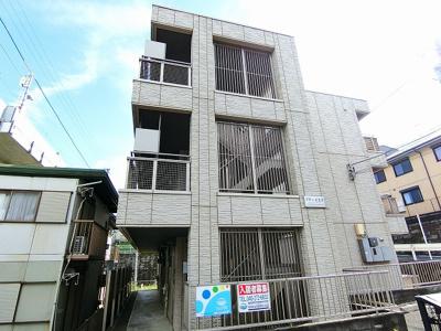 小田急線「五月台」駅より徒歩3分!スーパー・コンビニ・ドラッグストアが近くて便利な立地の3階建てマンションです♪